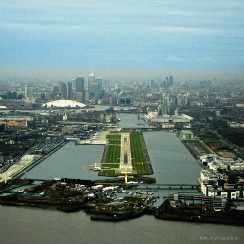 Steep approach London City airport